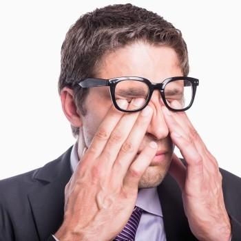 눈이 침침하고 뿌옇다? 백내장 초기증상 7가지