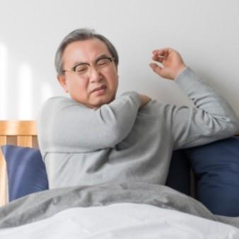 어깨 들기 어려운 통증 '오십견', 50대부터 조심