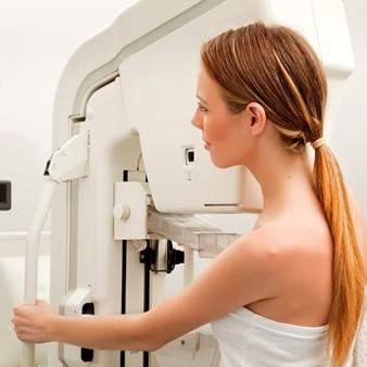 가슴확대수술 후 매년 유방검진이 필요한 이유