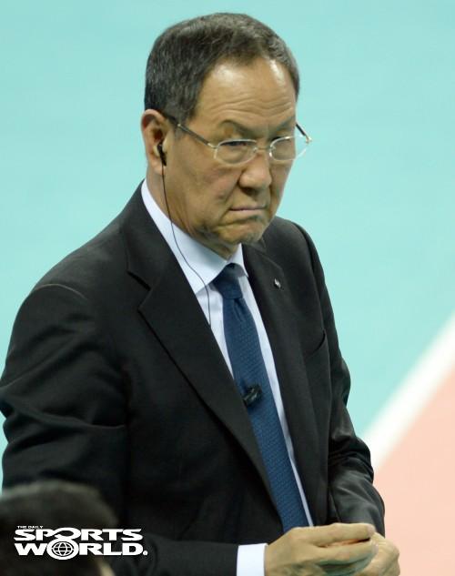 선수단 바라보는 박기원 감독