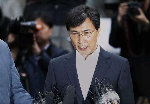 20시간 조사받은 안희정… 檢, 영장 검토