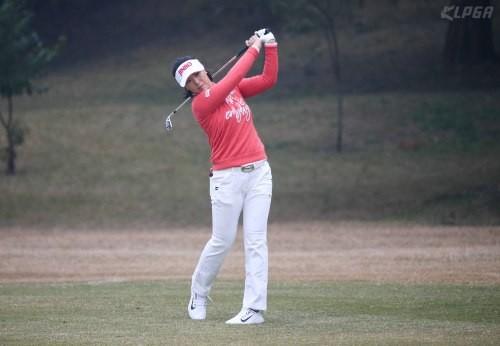 한국낭자, 일본여자프로골프 투어 3주연속 우승 실패…전미정 T포인트 레이디스 2위