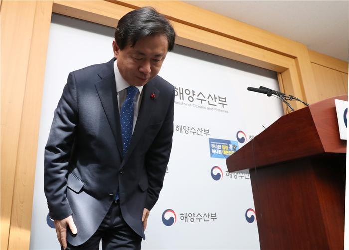 """김영춘 장관 """"17일 유해 발견 사실, 20일에 보고 받았다"""""""