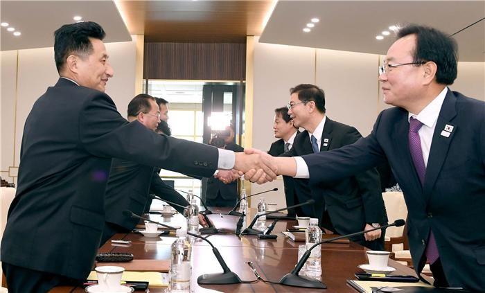 """남북 """"평창올림픽 개막식에 한반도기 들고 공동입장""""…여자 아이스하키 단일팀도 구성"""