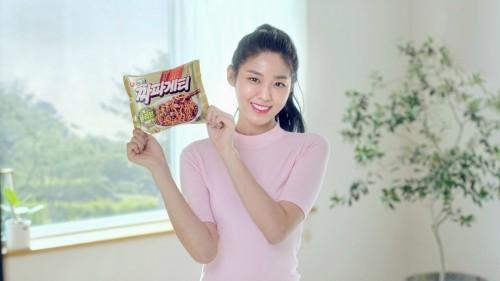 '짜파게티=설현게티'…설현, 2년 연속 농심 짜파게티 광고 모델로 활약