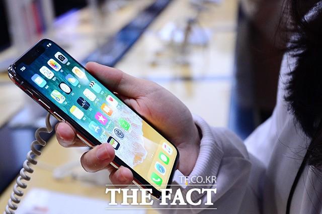"""비싼 가격 애플 충성 고객 흔들지 못해…""""아이폰X, 투자 가치 있는 제품"""""""