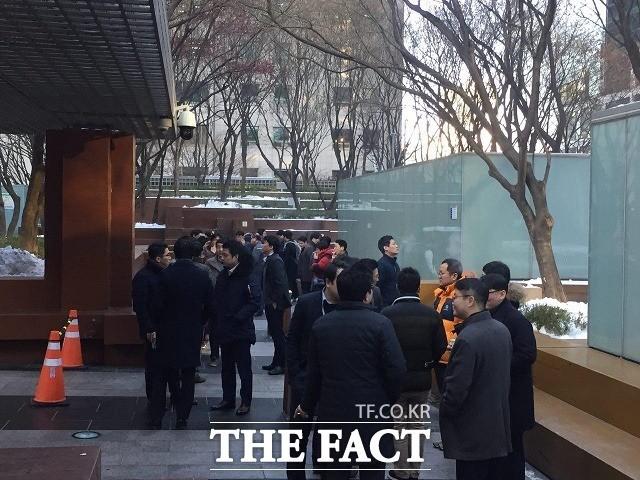"""'중독된 찌는 사랑' 궐련형 전자담배 흡연자 """"담뱃값 6000원도 괜찮아"""""""