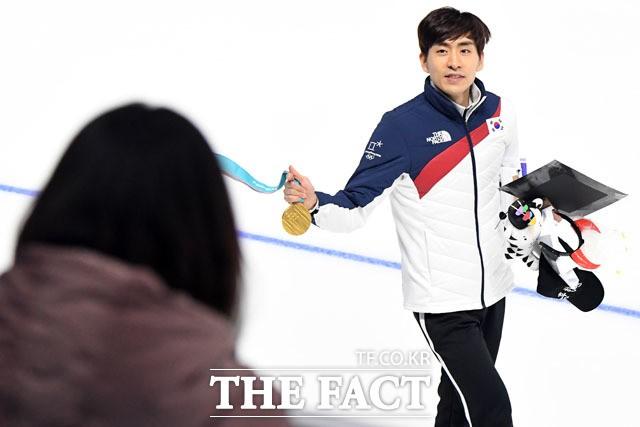 이승훈, '관중 모두에게 금메달 세리머니'