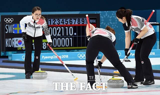 '잘 싸웠다' 한국 여자 컬링, 아시아 최초 '은메달'