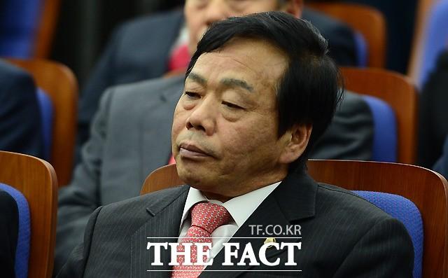 檢, 정치자금법 위반 혐의 이완영 의원에 '징역 6개월' 구형