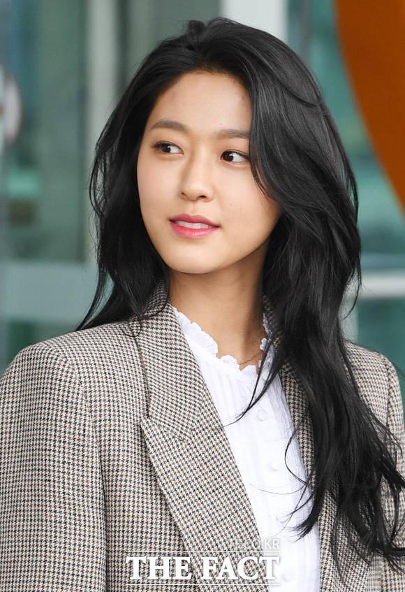 설현 누드 합성사진 논란 '팬심 가장한 삐뚤어진 범죄'