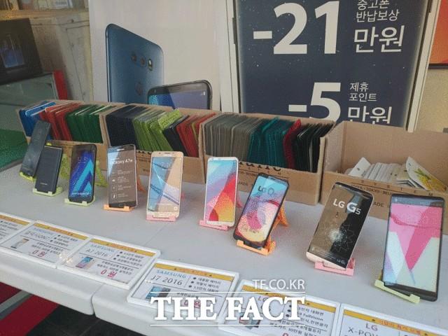 본게임 앞선 전초전…삼성 vs LG '중저가폰' 격돌