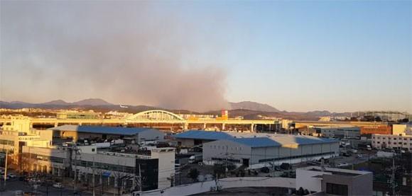 울산 산불, 부산 기장·경북 군위 이어 하루 사이 세 번째 '불'