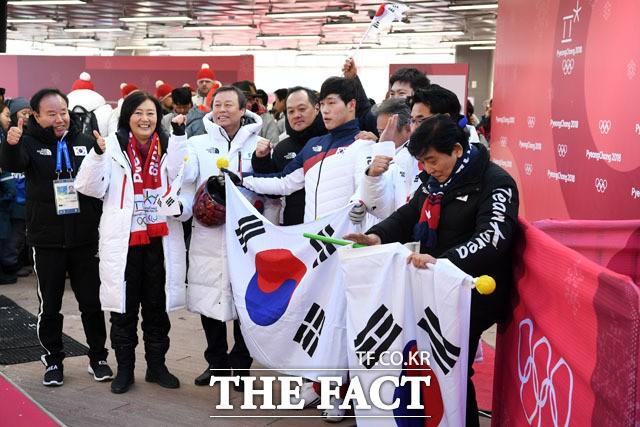 박영선, '특혜 응원·롱패딩' 악재…서울시장 경선 '빨간불'?