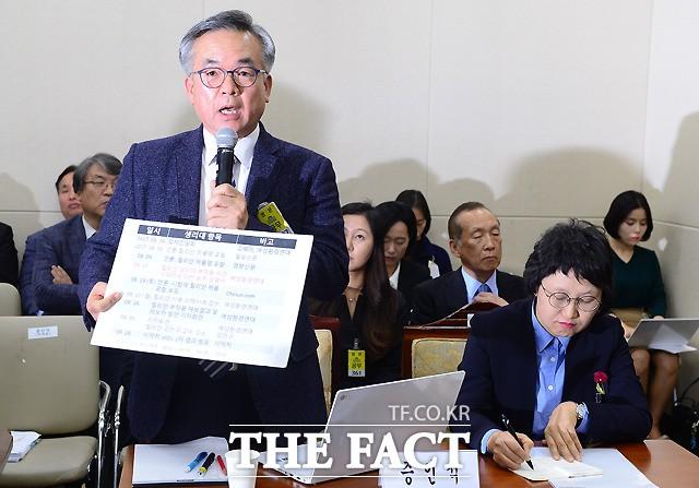 생리대 유해성 관련 질의 발언하는 김만구 교수