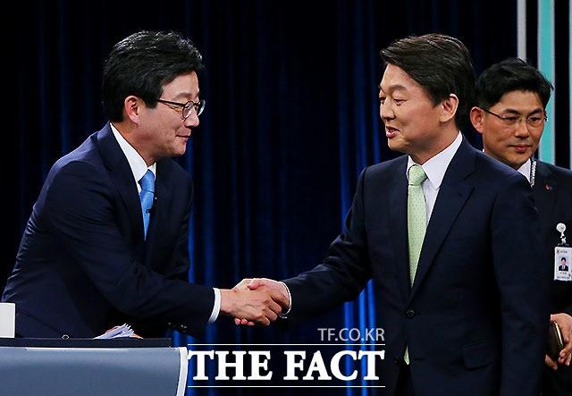 국민의당 '12월 통합 발표설'…安측 '간 보기'?