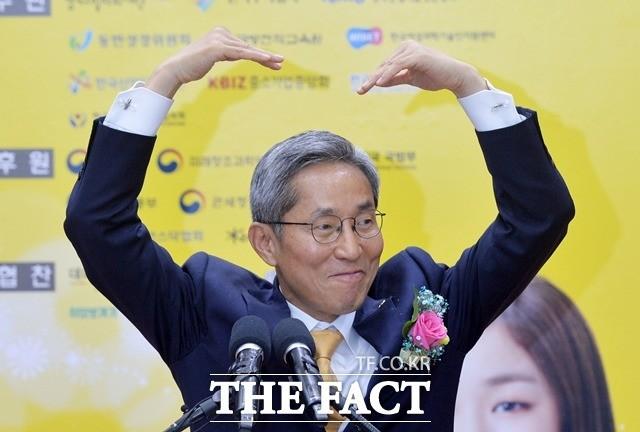 윤종규 KB 회장, 소원 이룬다…리딩뱅크