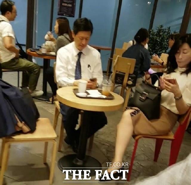 """법원 카페에서 만난 신동주, 민유성 결별 질문에 """"노 코멘트"""""""