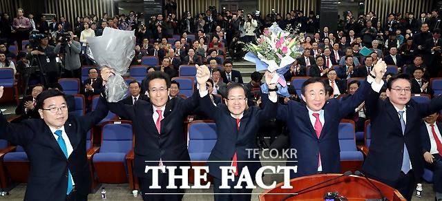 한국당 원내대표 경선, 열기 '후끈'…계파 간 '희비'