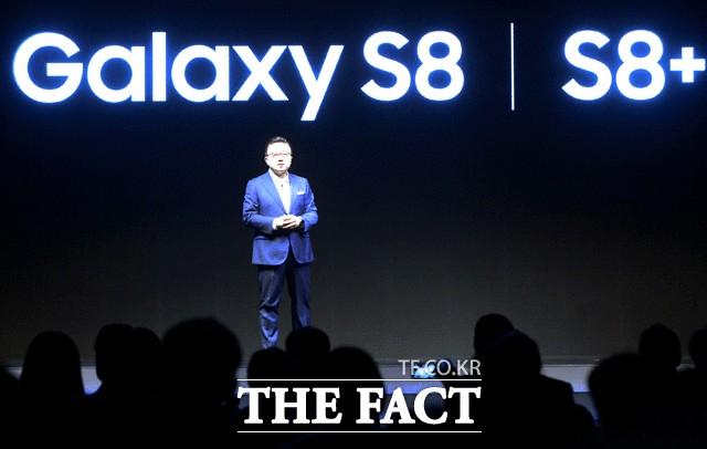 삼성 갤럭시S8, 아이폰8 제치고 미국 소비자 평가 1위