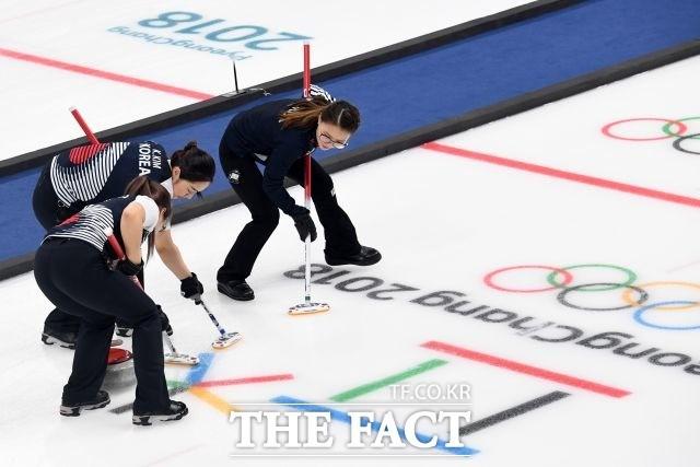'끌려가는' 여자 컬링, 결승 스웨덴전 8엔드 종료 '3-7'