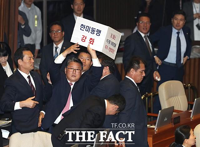 '문재인 씨' 막말 조원진, 이번이 처음은 아니다?
