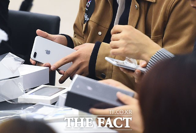 국내 시민단체, '아이폰 고의 성능 저하' 팀 쿡 애플 대표 형사고발
