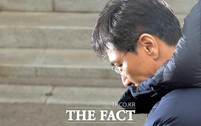 검찰, '성폭행 의혹' 안희정에 내일 오전 10시 출석 요구