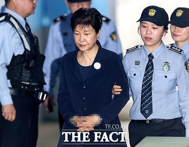 '국정농단 공범' 최순실, 징역 20년…'3월 선고' 박근혜, 형량은?
