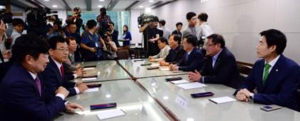 4당 정책의장, 예결위간사 , 경제부총리 연석회의