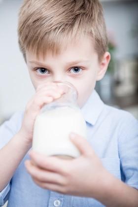 우유 한 컵...어린이 치아에 좋은 음료