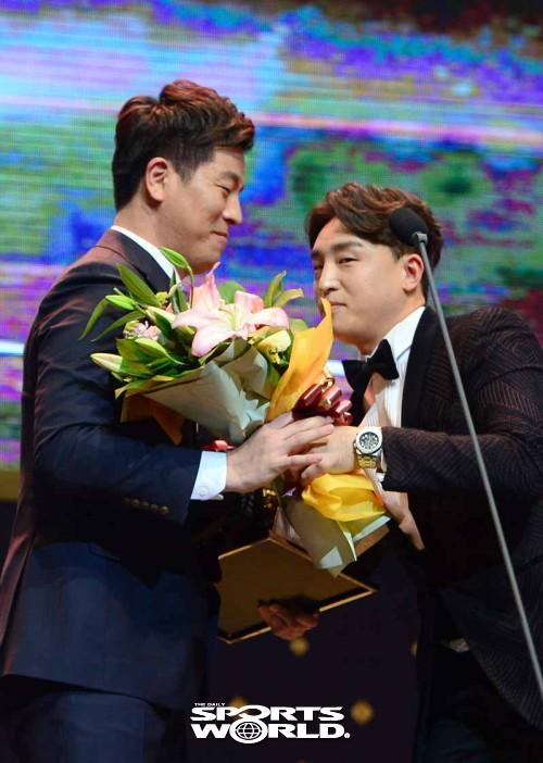 강민호-손아섭,'골든글러브 축하해'