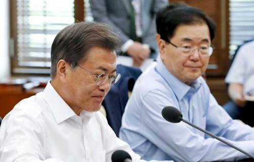美, 폭격기 北 공해 진입 단독 작전…靑, 하루 지난 휴일 NSC 개최 논란