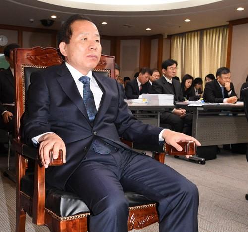'헌재소장 공방'에… 헌재 국정감사 무산 위기