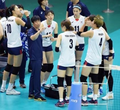 한국 여자배구, 중국 꺾고 3위…어려운 여건 속 분전