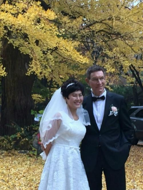 ''바람의 딸' 한비야, 네덜란드 출신 긴급구호 전문가와 결혼