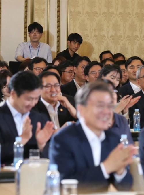 국가급 행사엔 반드시 '탁현민' 그가 있다…예술공연단 사전점검단으로 방북