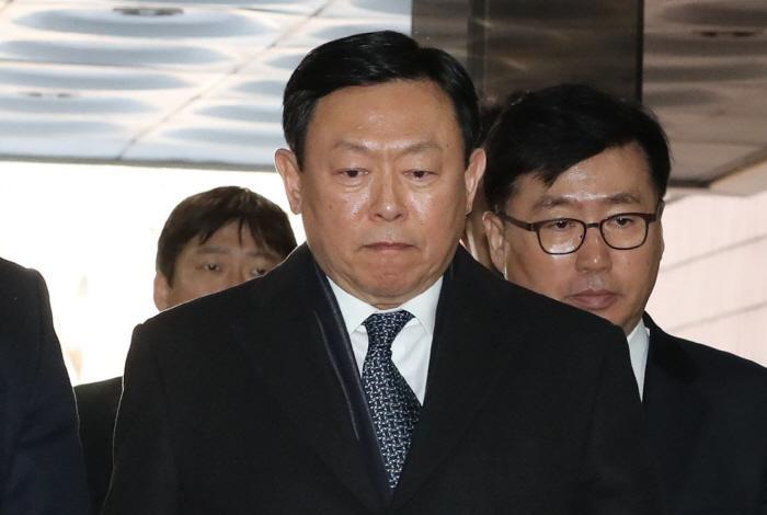 신동빈, 일본 롯데홀딩스 대표 사임