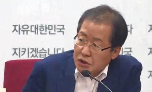 """洪 """"사단장 사열하듯 보여주기 쇼, 안 가· 일대일라면 몰라도"""" 靑회동 불참 확인"""