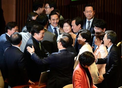 김명수 대법원장 후보자 인준 국회통과
