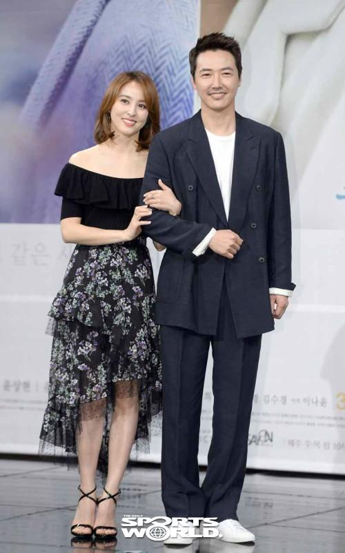 윤상현-한혜진,'손 꼭 잡고, 석양을~'