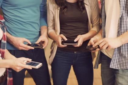 한국 하루 평균 스마트폰 2시간10분 사용…브라질 1위