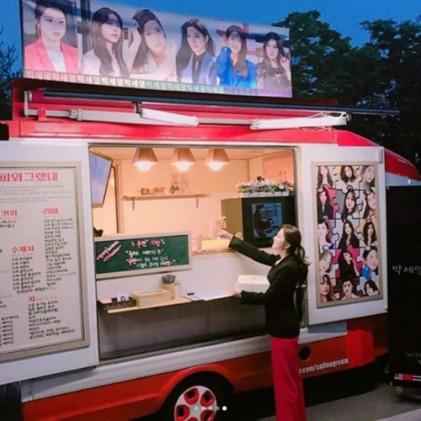 """귓속말 박세영, 커피차 인증샷…""""저도 잘 마셨어요"""""""