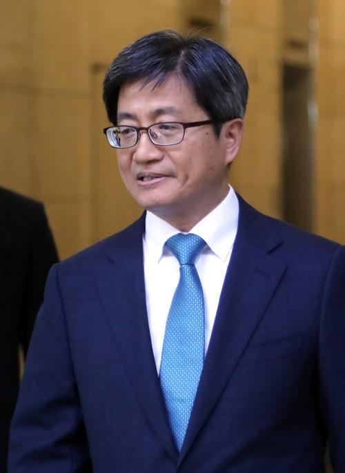"""김명수 """"국민 위한 사법부 만들 것"""" 공언"""