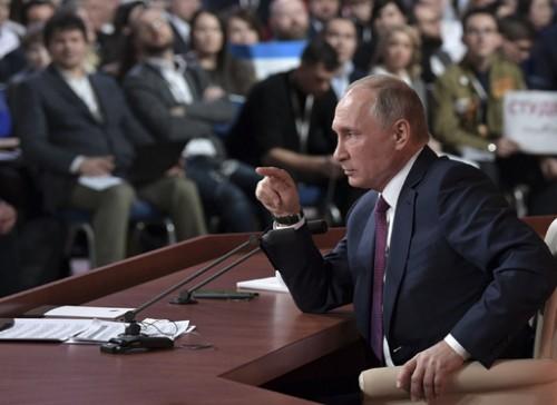 푸틴, 대선 무소속 출마 선언… 美 특검 비판도