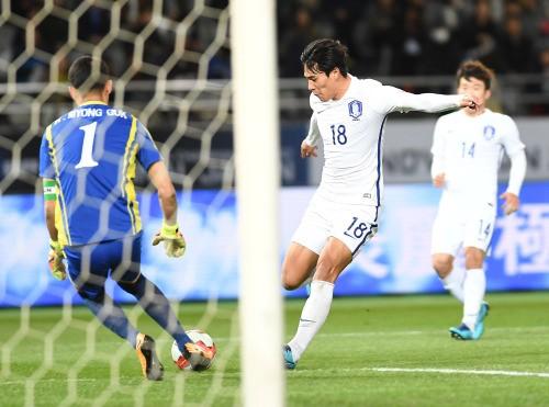 북한 자책골… 신태용호 1-0 리드