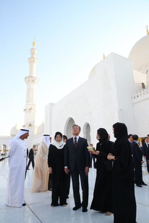 문재인 대통령, UAE 아부다비 도착…3박 5일 일정 돌입