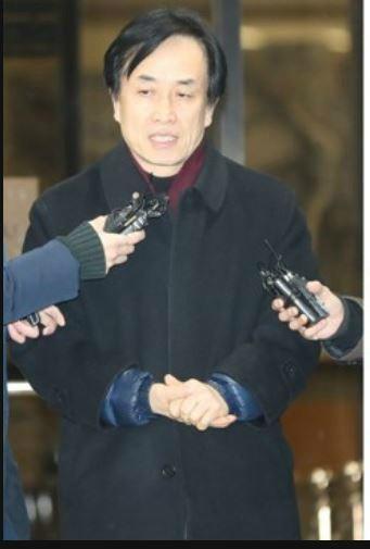 'MB 특활비 수수 의혹' 키맨 김희중, 사면도 부인상 조문도 안한 MB에 배신감?