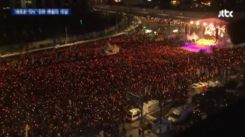 """성난 축구팬들, 결국 촛불까지 든다…""""히딩크 선임하라"""""""