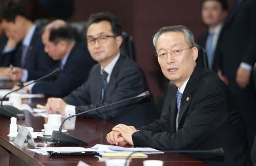 美, 한국 철강관세 면제 가닥… 'FTA 양보'는 선 긋는 정부
